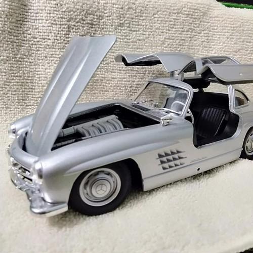 Mô hình xe Mercedes SL300 1:24 Welly – Bạc - 10507425 , 17772656 , 15_17772656 , 415000 , Mo-hinh-xe-Mercedes-SL300-124-Welly-Bac-15_17772656 , sendo.vn , Mô hình xe Mercedes SL300 1:24 Welly – Bạc