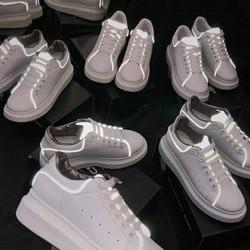 Giày phản quang siêu hót có cả size năm và nữ