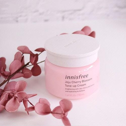 Kem Dưỡng Trắng Da Innis Jeju Cherry Blossom Tone Up Cream