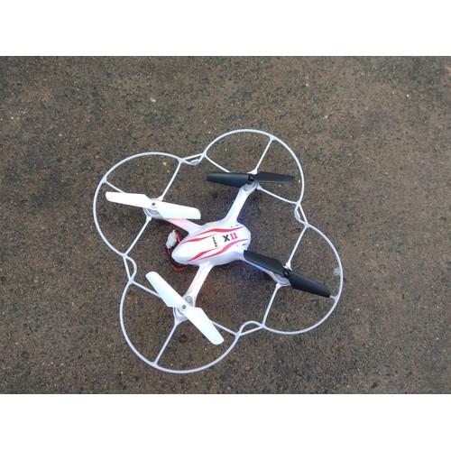 Máy bay điều khiển SYMA với thiết kế mô phỏng giống với những chiếc máy bay thật