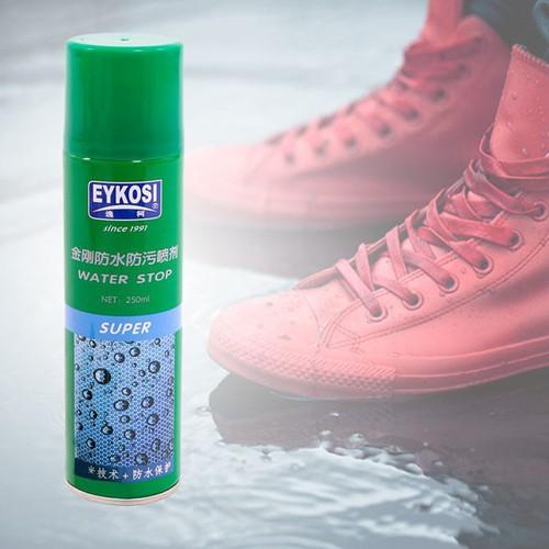 Bình xịt chống ướt giày dép khi đi ngoài trời mưa