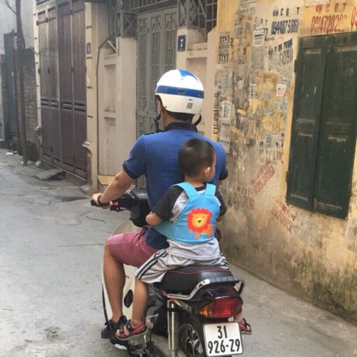 Đai đi xe máy dạng balo cho bé trai- bé gái - Hàng Việt Nam 2020