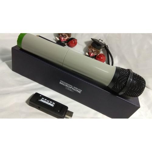 Mic Karaoke được thiết kế theo phong cách loa vali kéo truyền thống giúp bạn dễ dàng kết nối