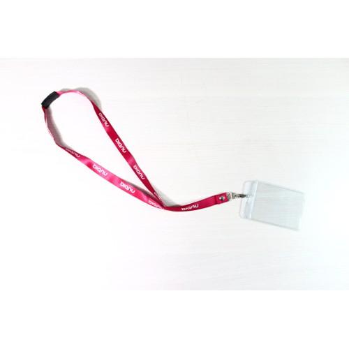 Bảng tên nhựa trong suốt kèm dây đeo