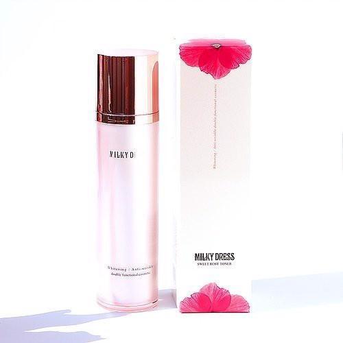 Nước hoa hồng dưỡng trắng và chống lão hóa Milky Dress 130ml