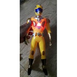 Mô hình siêu nhân gao bằng nhựa có nhạc và đèn Led tặng kèm PIN