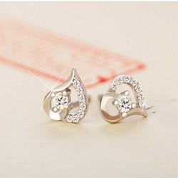 Khuyên tai nữ kiểu dáng trái tim đính đá trẻ trung xinh xắn - Trang sức bạc S925