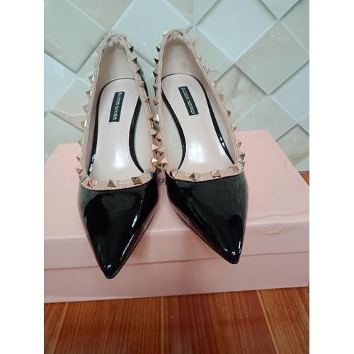 giày gót đinh
