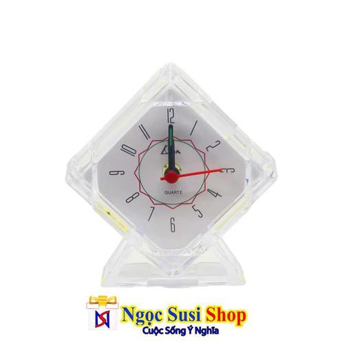 Đồng hồ báo thức để bàn hình tam giác trong suốt cực xịn + có đèn led + tặng pin