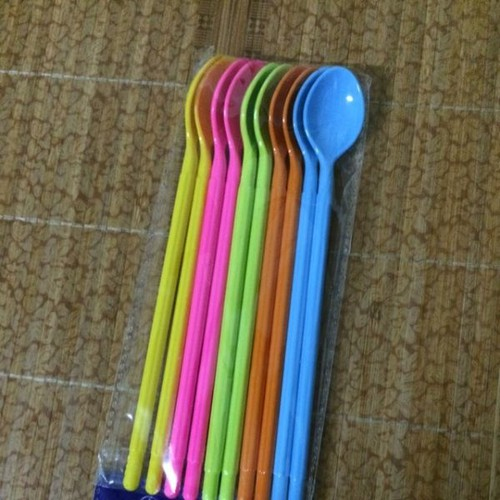 Combo 10 Thìa nhựa sắc màu cán dài
