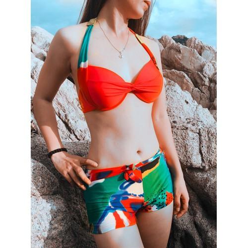 bikini kín đáo họa tiết độc đáo kèm khăn choàng