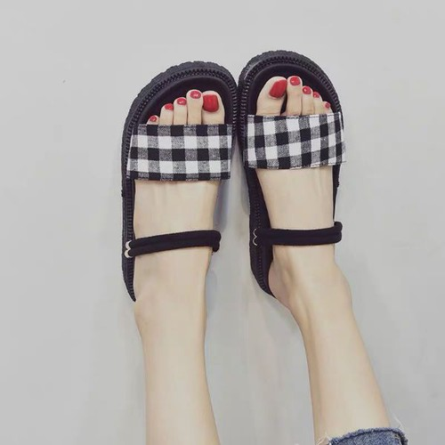 Giày sandal nữ đế bệt xinh