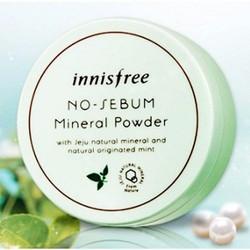 Phấn phủ kiềm dầu dạng bột khoáng Innisfree Mineral Powder là loại phấn khoáng dạng bột, chiết xuất từ bạc hà và hạt ngọc trai, có khả năng hút dầu rất tốt