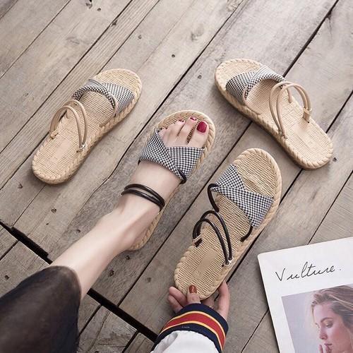 giày dép đế cói đi hai kiểu