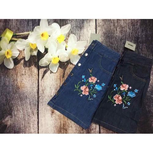 Chân váy denim ASOS hoa thêu nổi