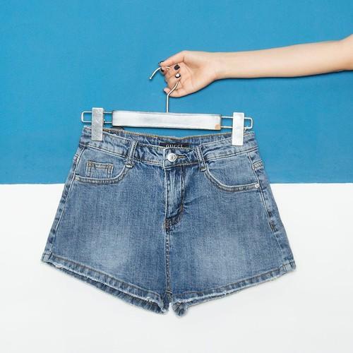 Quần short jean nữ màu xanh đơn giản - 9046691 , 18718436 , 15_18718436 , 105000 , Quan-short-jean-nu-mau-xanh-don-gian-15_18718436 , sendo.vn , Quần short jean nữ màu xanh đơn giản