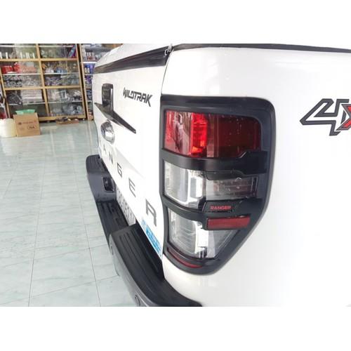 Ốp trang trí đèn hậu Ford Ranger