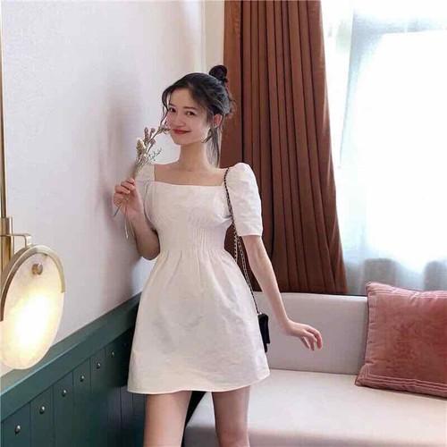 Đầm trắng cổ vuông