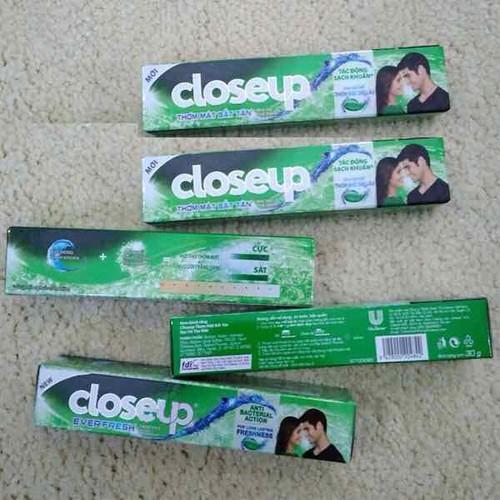 kem đánh răng closeup 30g lốc 12 tuýp