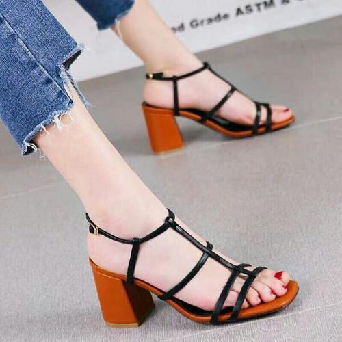 Giày sandal y hình