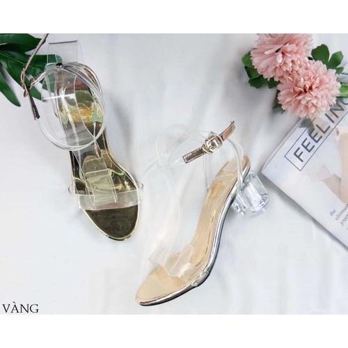 giày gót vuông trong suốt màu vàng đồng sang chảnh