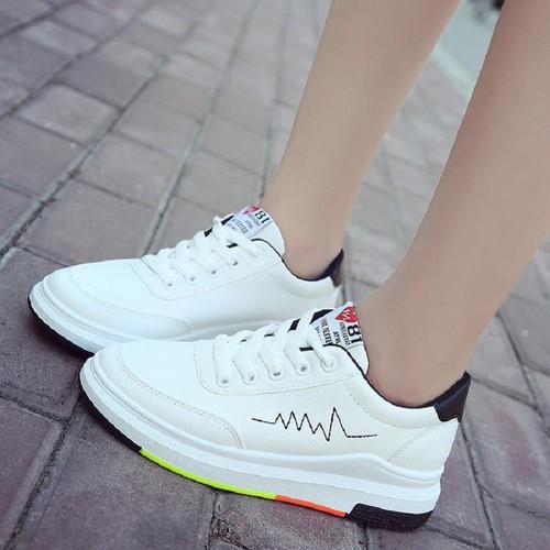 Giày sneaker nữ màu trắng điểm nhịp tim
