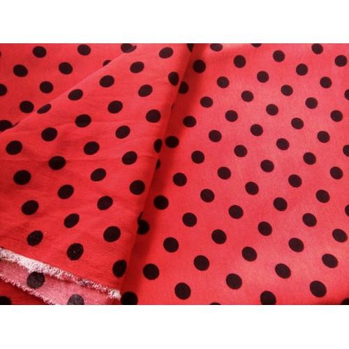 Khúc cát giấy dài 0,9m =25k màu đỏ chấm bi đen, may cho bé