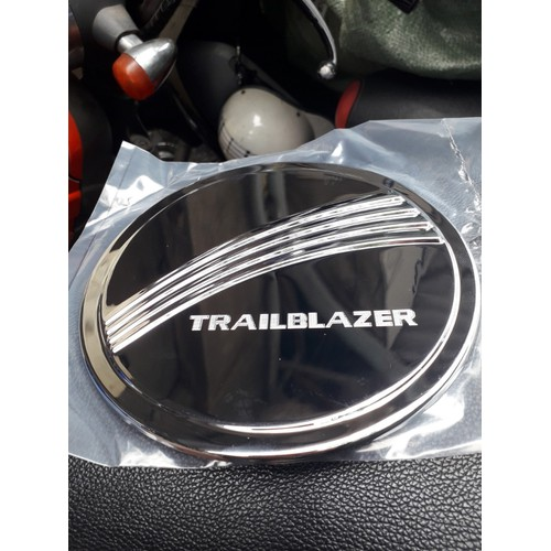 Ốp nắp bình xăng Xe Chevrolet Trailblazer