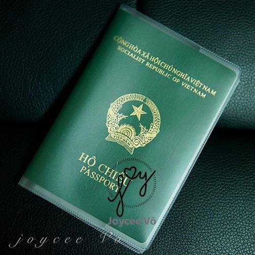 Vỏ bao hộ chiếu passport nhựa dẻo có khe đựng vé máy bay và các loại thẻ dạng PET JV132