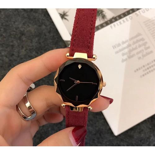 [GIẢM GIÁ] Đồng hồ nữ vành lượn sóng dây da + Hộp đồng hồ