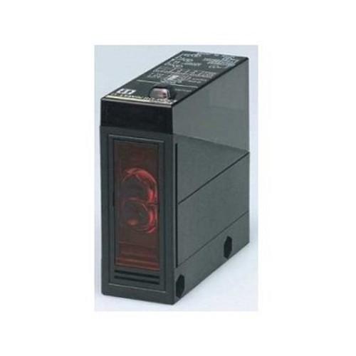 Cảm biến quang Omron E3JM-DS70M4-G