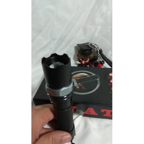 Đèn Pin  HY001 đèn có thể đi dưới trời mưa mà không lo bị hỏng hay cháy