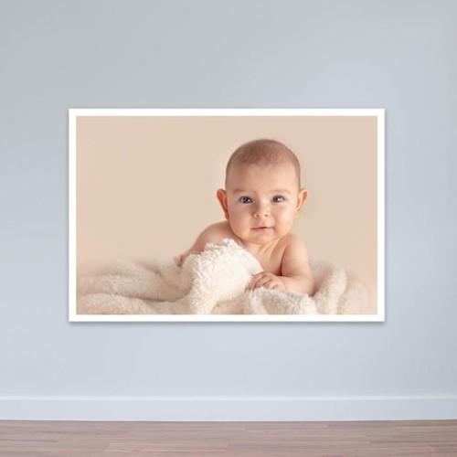 """Tranh trẻ nhỏ """"Em bé ôm chăn bông ấm áp""""   Tranh trẻ em W3085"""