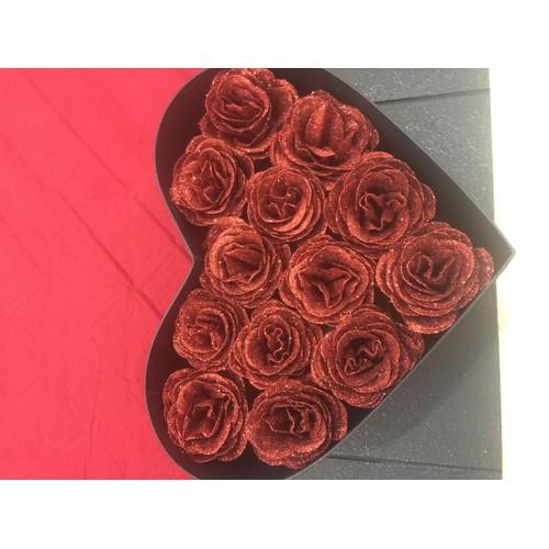 hộp tim hoa hồng nhũ