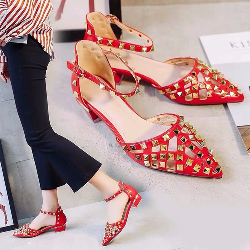 Giày sandal mũi nhọn tán đinh