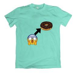 Áo thun in hình sticker và chiếc bánh
