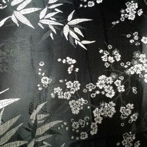 Vải gấm vân hoa đào và lá trúc
