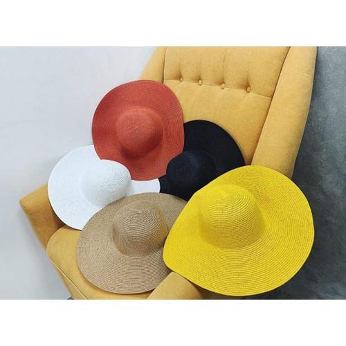 Mũ nón rộng vành đi biển