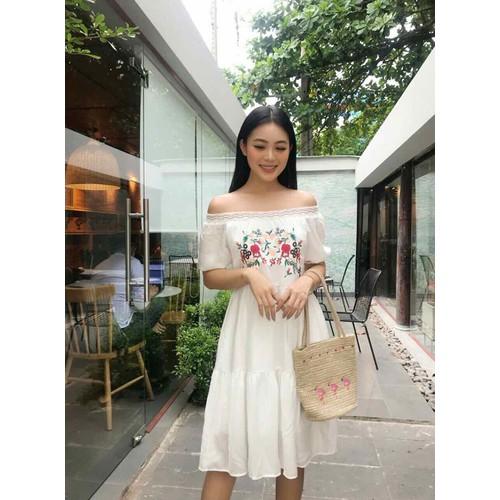 Đầm xòe trắng bẹt vai thêu hoa đỏ xịn sò - dkn16001