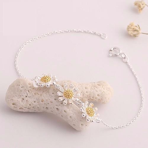 Vòng tay bạc 3 hoa cúc cao cấp Hàn Quốc - 11188188 , 19548986 , 15_19548986 , 150000 , Vong-tay-bac-3-hoa-cuc-cao-cap-Han-Quoc-15_19548986 , sendo.vn , Vòng tay bạc 3 hoa cúc cao cấp Hàn Quốc