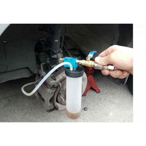 hút dầu phanh ô tô