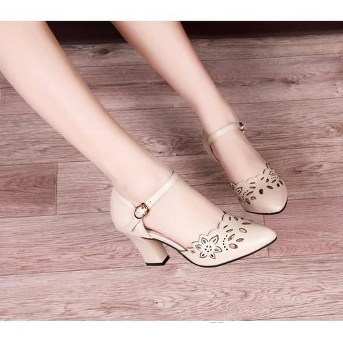 Giày cao gót Laze hoa màu kem
