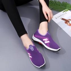 Giày thể thao chống trơn