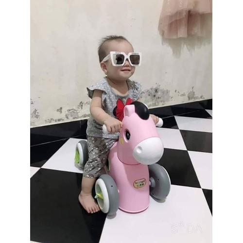 Xe chòi chân ngựa cho bé