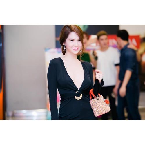 Đầm body đen cổ rộng