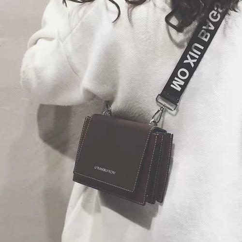 Túi đeo chéo nữ thời trang t22 size 19x15x8cm dây đeo chéo luạ phụ kiện thời trang màu sắc: đỏ - đen - nâu.