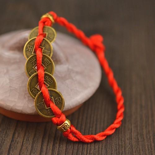 Hàng đẹp có sẵn vòng tay dây bện đỏ thiết kế mặt 5 đồng tiền mang lại may mắn có hàng sẵn - 12404998 , 20190315 , 15_20190315 , 17000 , Hang-dep-co-san-vong-tay-day-ben-do-thiet-ke-mat-5-dong-tien-mang-lai-may-man-co-hang-san-15_20190315 , sendo.vn , Hàng đẹp có sẵn vòng tay dây bện đỏ thiết kế mặt 5 đồng tiền mang lại may mắn có hàng sẵn