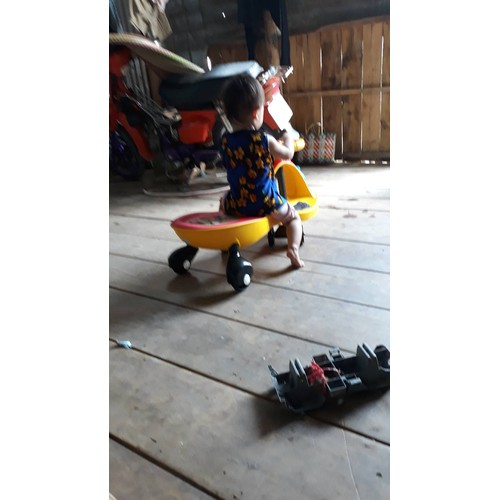 Xe cẩu chòi chân cho bé có Nhạc-Còi-Gầu múc-Tựa lưng