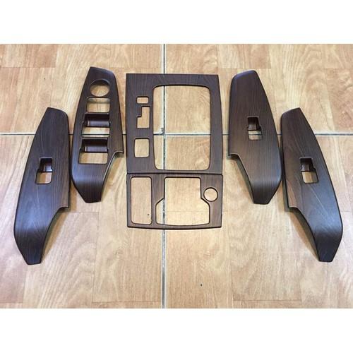 Ốp trang trí bảng đi số và 4 công tắc lên xuống kính mazda 3 vân gỗ