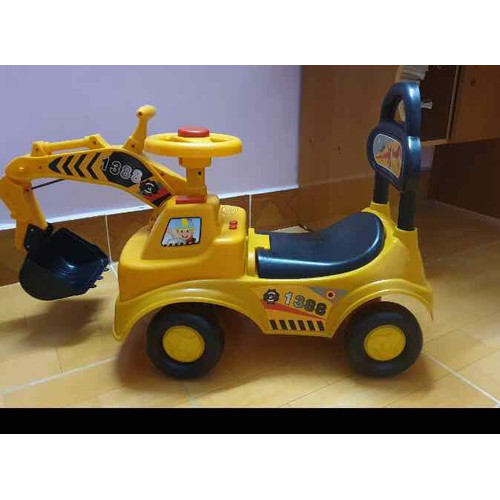 Xe cẩu chòi chân cho bé - Có nhạc, còi, gầu múc, tựa lưng, thùng đồ